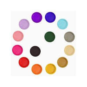 Ensfarvede tallerkener