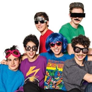 192ba3090f84 Mangler du briller til din udklædning til temafesten  Så kig i vores udvalg  af sjove og festlige briller til både voksne og børn. Der er sjove